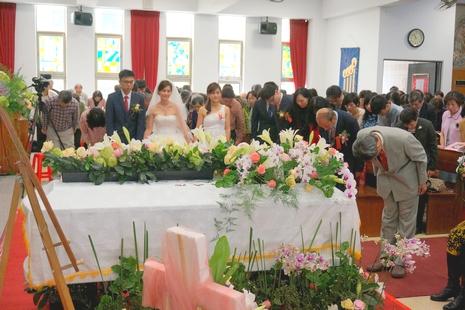 台首見殯葬婚禮交叉聖祭,基督信仰衝破民間習俗
