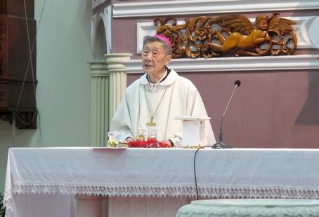 【特稿】聖油彌撒中的病弱老主教身影