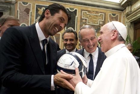 教宗接受訪問談論他的足球「技巧」,憶年輕時喜好