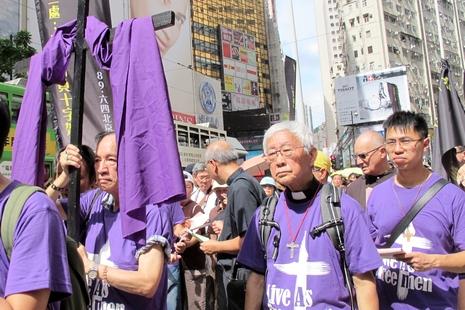 政改投票前夕,教會團體以苦路形式遊行要求真普選