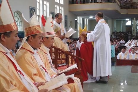 安阳教区祝圣助理主教,教宗方济各上任后首个晋牧礼 thumbnail