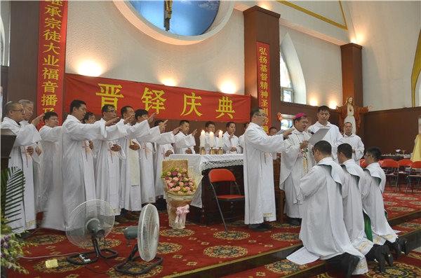兩非法主教祝聖神父,新鐸前途令人堪憂 thumbnail