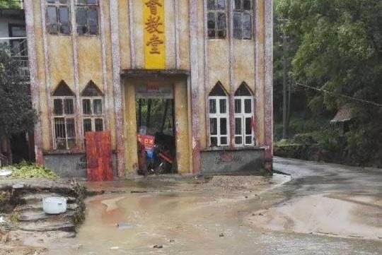 超強颱風吹襲兩岸,兩名守護十字架教徒被洪水捲走