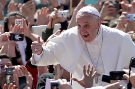 教宗展開古巴牧訪行程,受民眾夾道歡迎