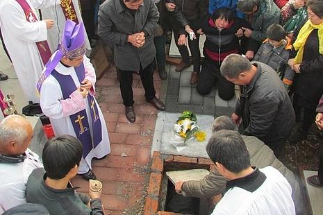 周村教區在煉靈月安葬兩年前去世主教的骨灰
