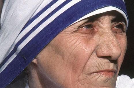 教宗方濟各開啟加爾各答德蘭修女封聖之門