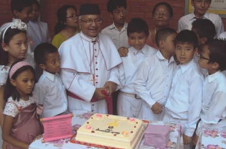 尼泊爾首位主教逝世,當地神父稱讚他為偉大教育家 thumbnail