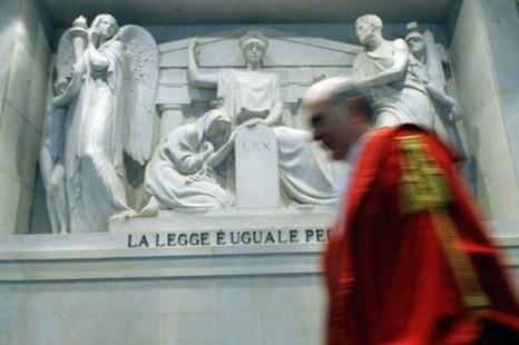 前梵蒂岡銀行蒙席涉私運二千萬歐元案或被判監四年半