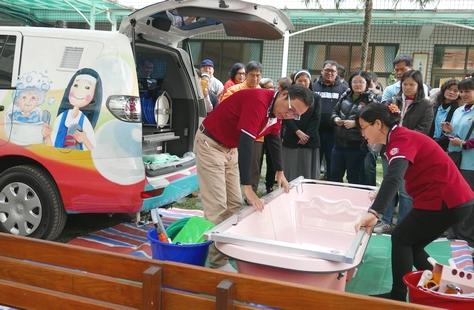 中華道明會修女接下艱辛任務,望讓老人再享洗澡滋味