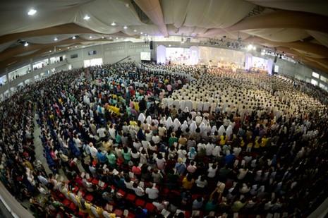 菲樞機籲教會領袖言行一致,聖體分沾與弱勢為伍使命