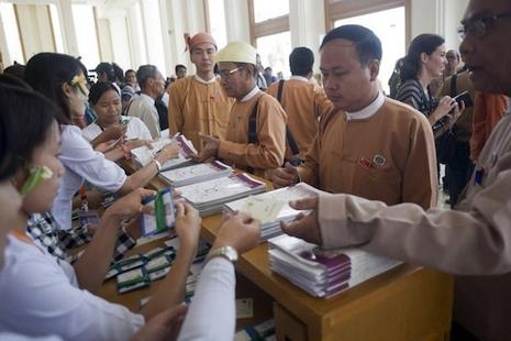 緬甸半世紀後出文人總統,少數族裔基督徒當選副總統 thumbnail
