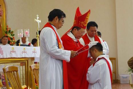雲南非法主教在為中國之教會祈禱日祝聖九位神父