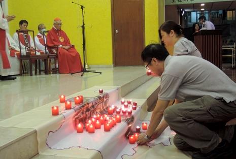 香港教會團體堅持悼念六四,大專生質疑無助本土民主