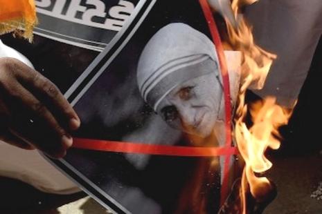 印議員稱德蘭修女勸人改教為陰謀,教會指言論挫志工