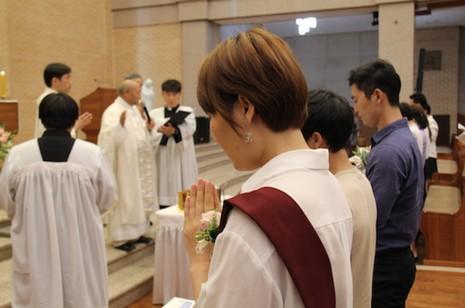 南韓教會為六十名脫北者傅洗,廉樞機望他們能度新生
