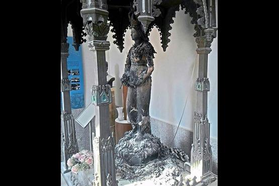 台灣歷史最悠久的教堂聖母像起火,幸只燒毀衣服