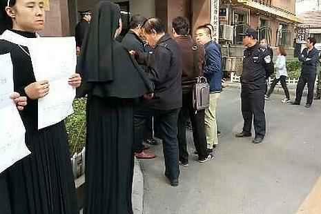 安陽教友抗議在津教產被拆,天津市政府同意談判解決 thumbnail