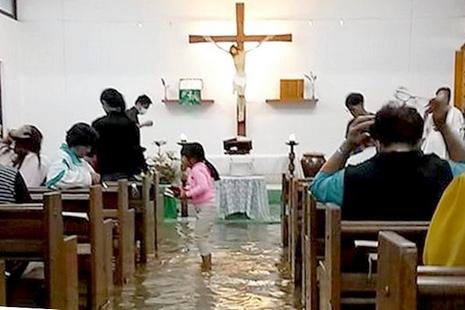 台東遭颱風連續侵襲災情慘重,原住民主教積極復修教堂