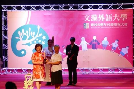 全球校友「天使」返文藻慶祝母校創辦五十周年
