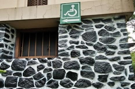 印尼殘障人士難以進出崇拜場地