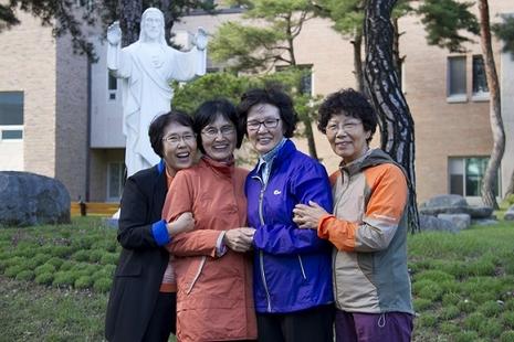 南韓祖母級教友到訪逾百朝聖地,深受殉道者事跡感動 thumbnail