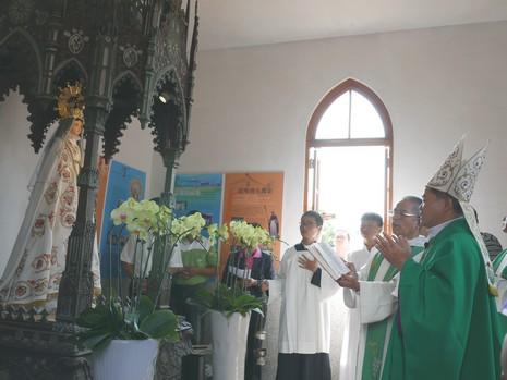 萬金聖殿舉行慈悲禧年閉幕,並祝聖早前焚燒的聖母像