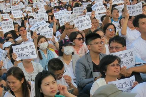 台湾基督徒在总统府前高喊「婚姻家庭,全民决定」