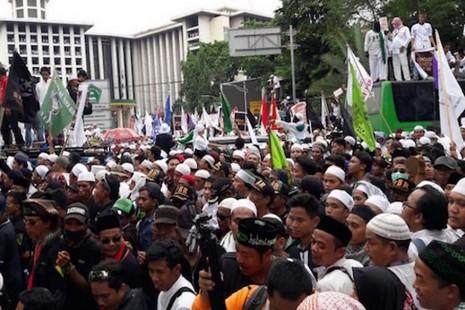 雅加達華裔基督徒省長抨擊,指褻瀆伊斯蘭經典