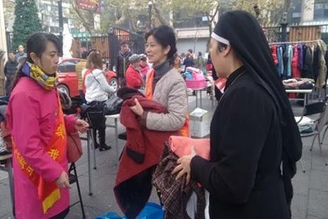 杭州教友开展爱心义卖,预期受惠者圣诞收到捐赠