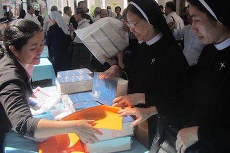 越天主教辭典並列中文等其他語文解釋,有助神學發展