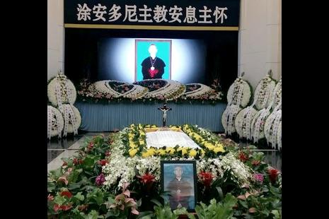 涂世華主教八寶山公墓舉殯,國家領導人致送花圈致哀