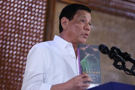 菲國總統挑戰當地主教一同辭職,稱牧者們同樣腐敗