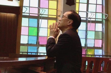 香港前特首判囚二十個月,陳日君樞機親自探望曾蔭權