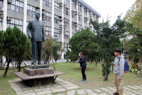 輔仁大學蔣介石銅像遭破壞,警拘三學生及一民眾