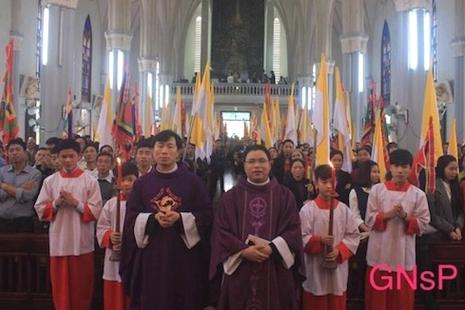越南天主教徒持續抗議反對台資工廠污染環境 thumbnail