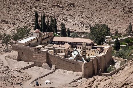 西乃山隱修院附近警察遭槍殺,歷史地標或為攻擊目標