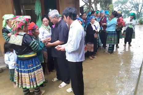 【特稿】越南司鐸跋涉長途為山區少數民族教友服務 thumbnail