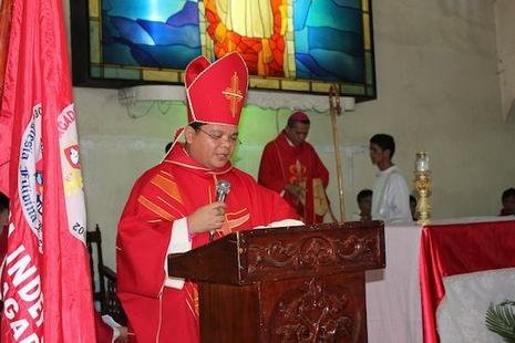 菲律賓裂教的獨立教會譴責政府逮捕主教 thumbnail