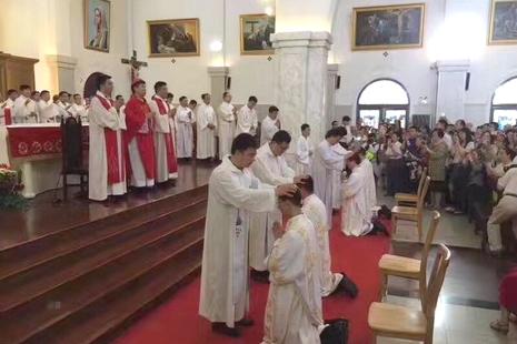 上海教區祝聖新鐸,由海門教區主教代為主持