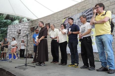 抗議慶祝同迎回歸二十周年,七一祈禱會首次易地舉行