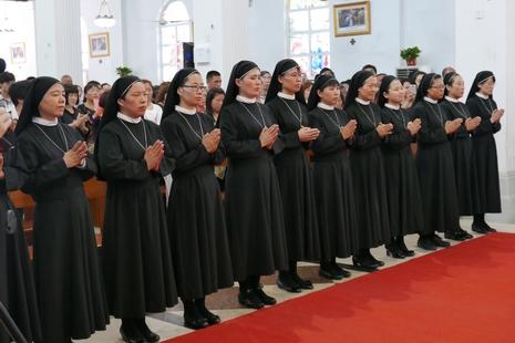 【博文】從聖母遊行到修女發願──百年恩典,慈悲永在