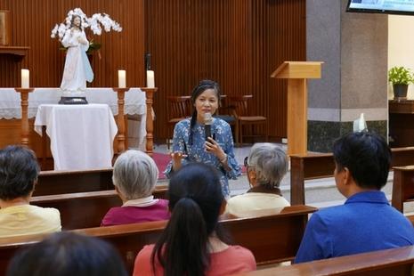 香港教友翻譯聖傅天娜傳記宣揚慈悲,版權贈中國教會