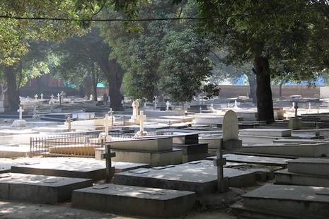 印度新德里墓園缺地,神父提倡基督徒選用火葬 thumbnail