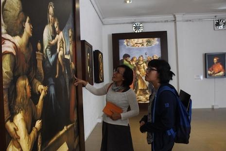 越南人民觀賞意大利文藝復興的宗教作品