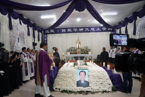公開和地下團體同尊敬的老神父去世,享年八十三歲