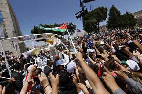 教宗敦促信友參與彌撒時放下手機