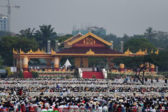 教宗在緬甸的彌撒中宣揚寬恕和慈悲