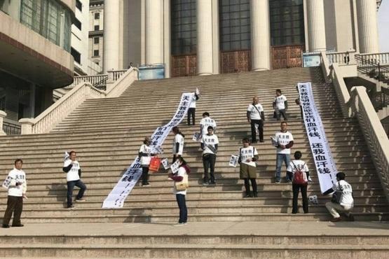 逾百名民眾及教友向昆明教區和主教追討賠償