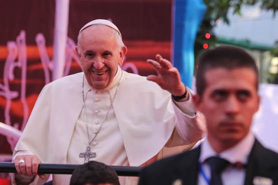 教宗告誡年輕人:不要只顧玩手機,要關懷別人