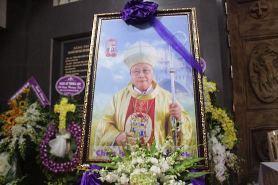 教友追思重建貧窮教區的越南主教